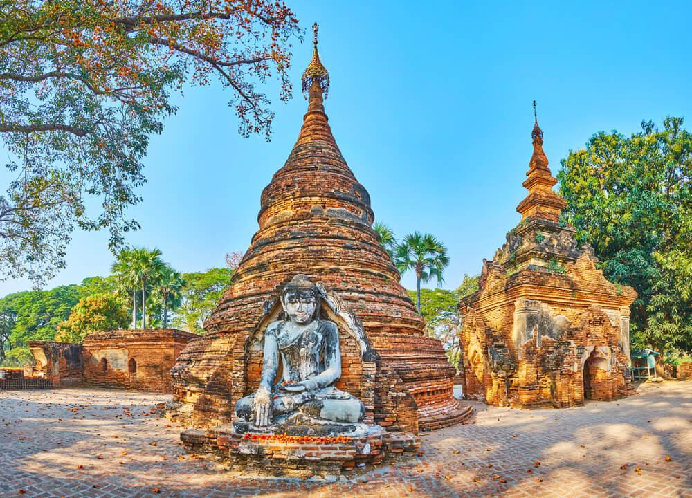 Pagoda en las ruinas de Inwa