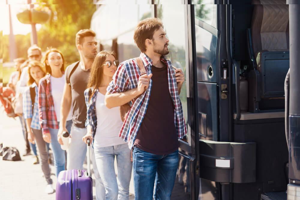 Pasajeros en un viaje en autobús