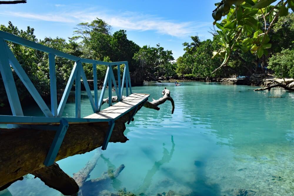 Pasarela sobre Blue Lagoon