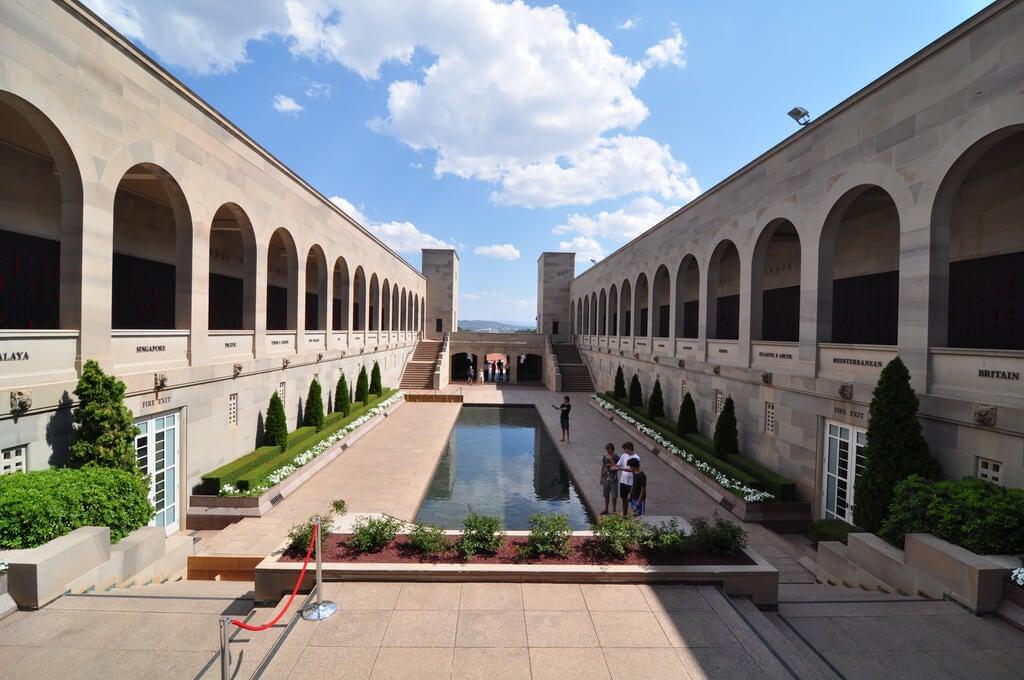 Patio central del Memorial de la Guerra