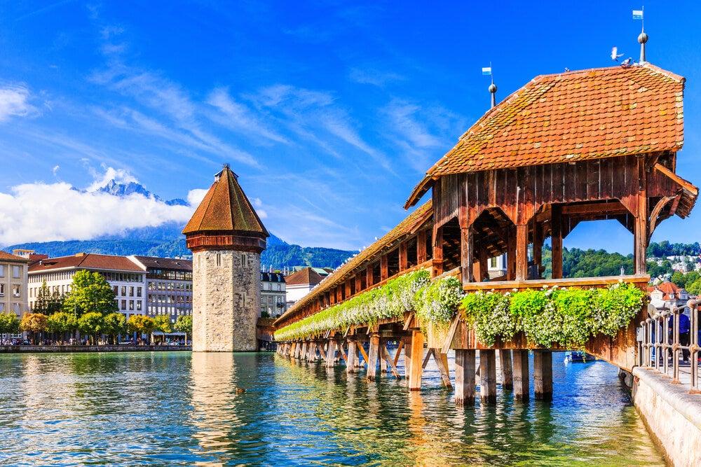 Descubre el bello puente medieval de Lucerna