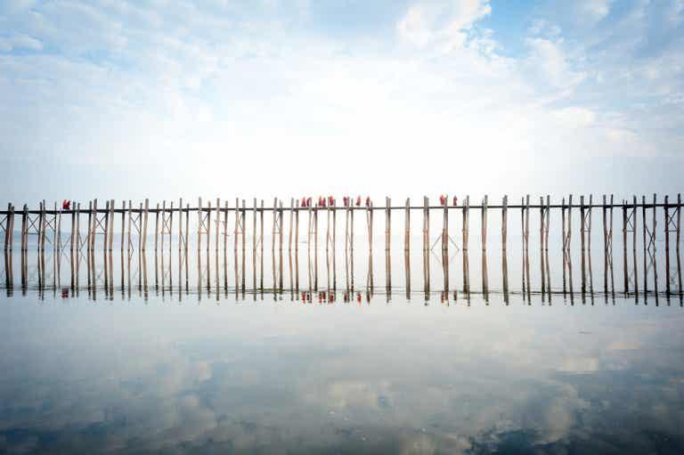Cruzamos el puente de U Bein en Amarapura, Myanmar