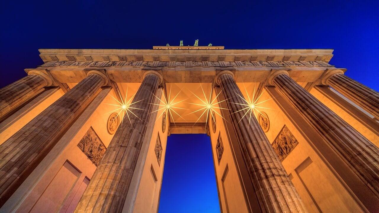 Puerta de Brandeburgo de noche