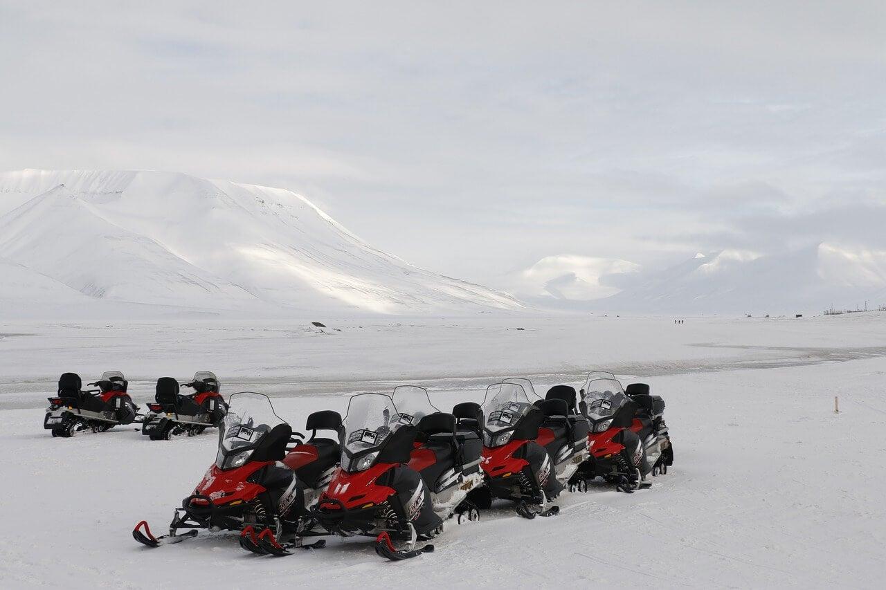 Motos de nieve en Svalrbard