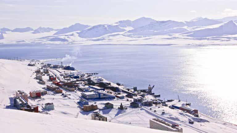 Una aventura en motonieve por Svalbard