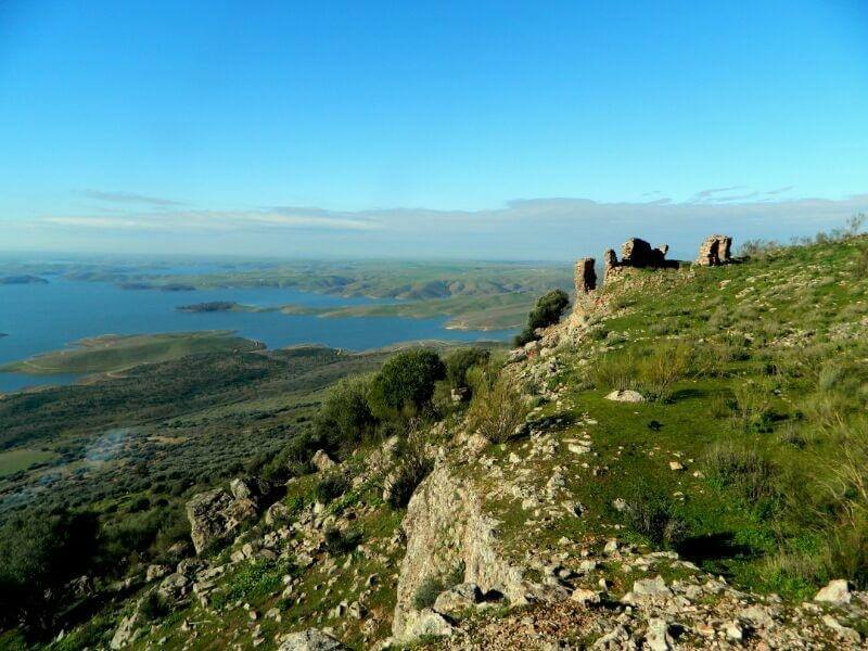 Ruinas del castillo templario de Lares