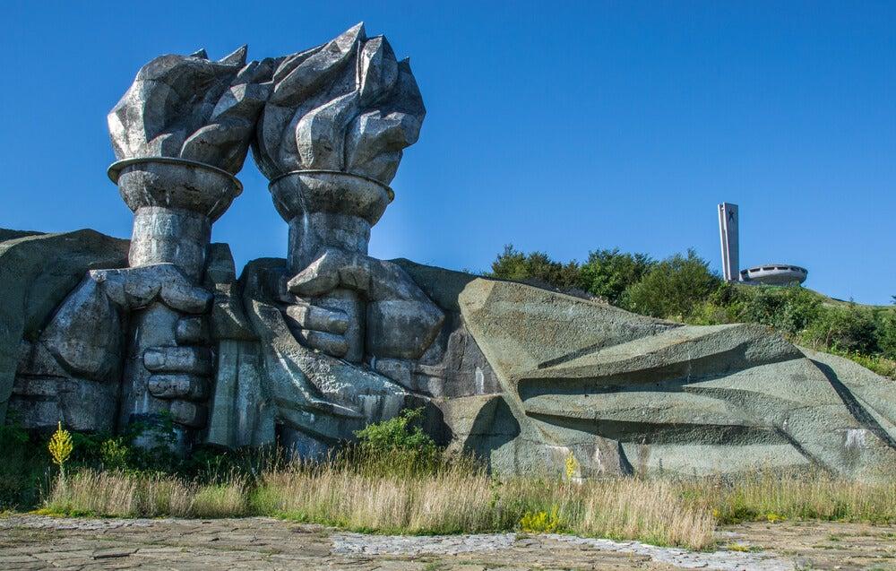 Acceso al monumento de Buzludzha