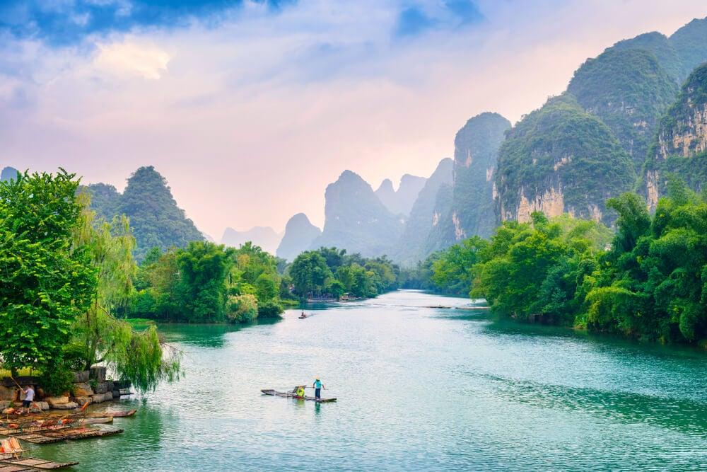 Balsas en el río Li en Yangshuo