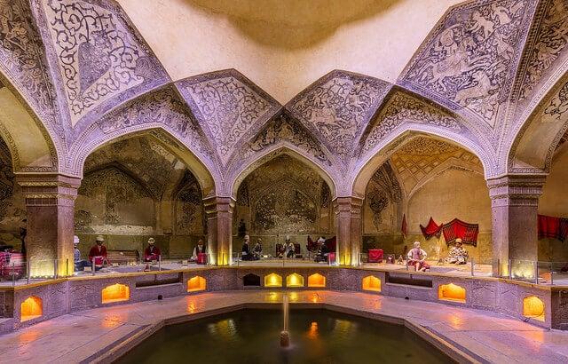 Interior de los baños de Vakil