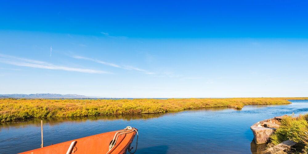 Barco en el delta del Ebro