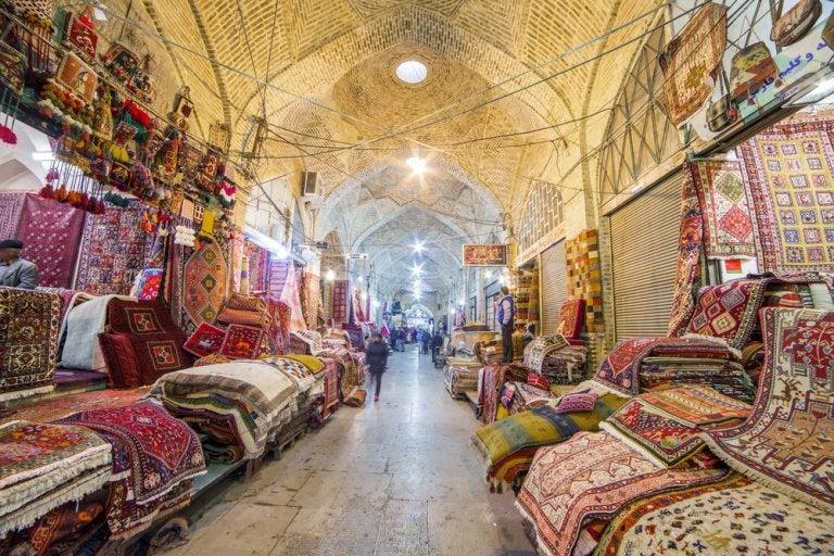 Día de compras en el bazar Vakil en Shiraz, Irán