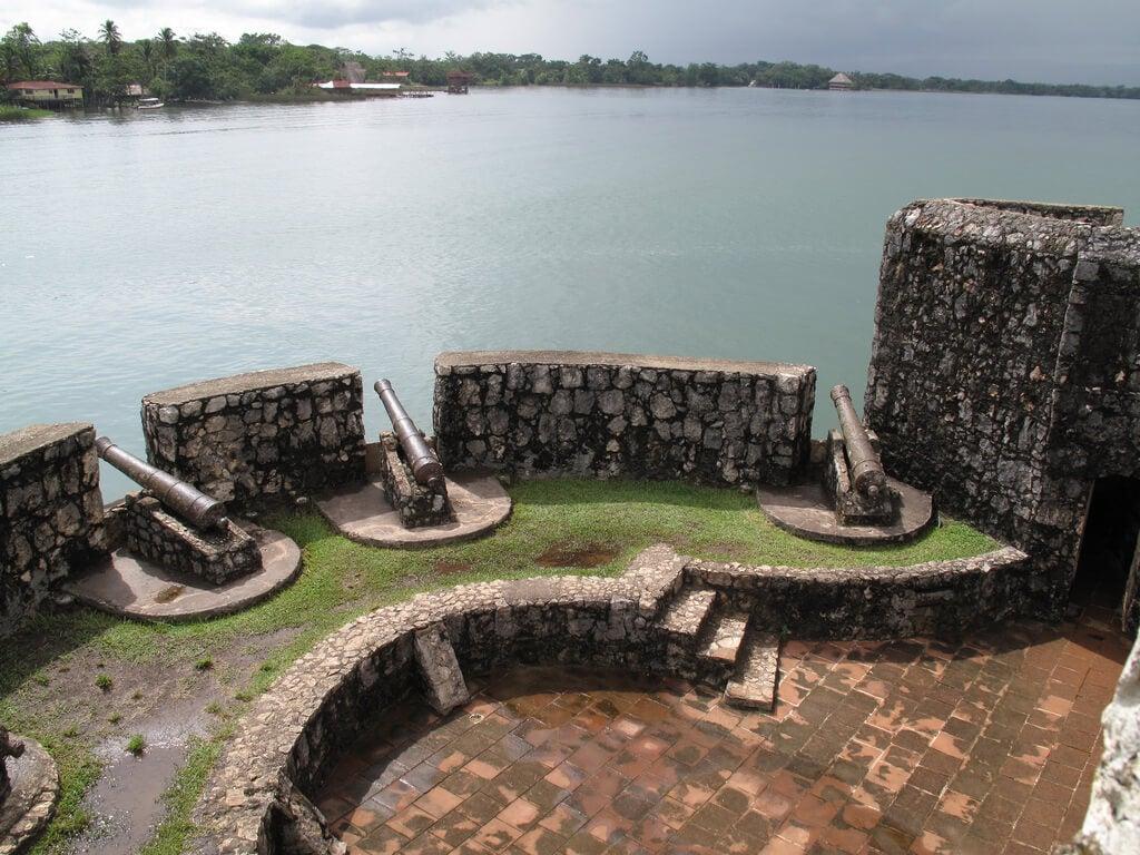 Cañones en el castillo de San Felipe de Lara