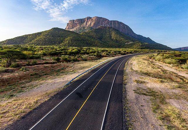 Carretera hacia el monte Ololokwe