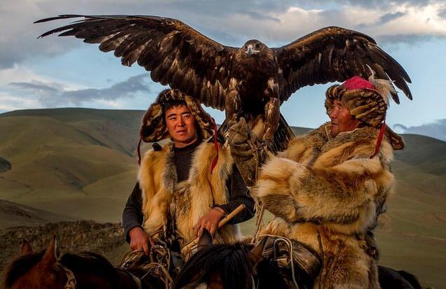 Cazador en el Festival del Águila de Mongolia