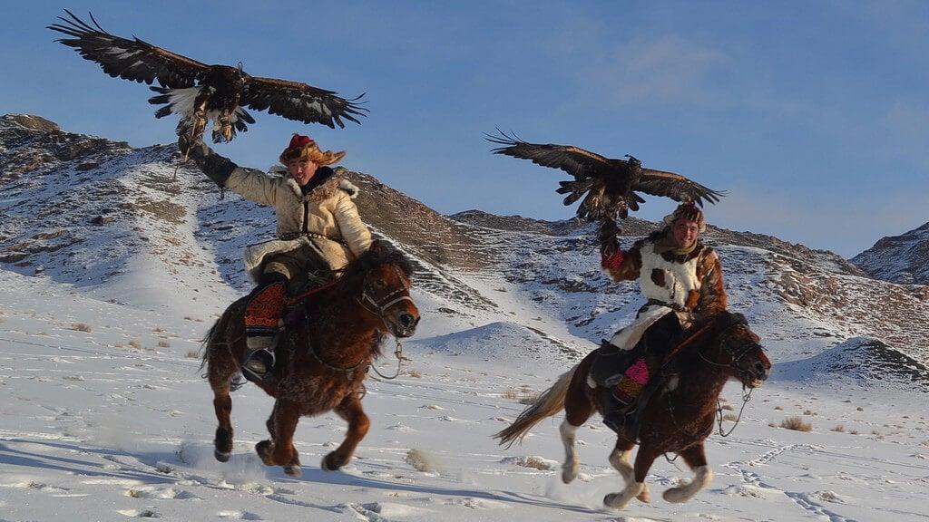 Cazadores con águilas en Mongolia