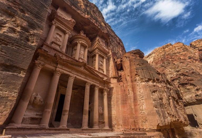 La ciudad de Petra y sus tumbas en la roca