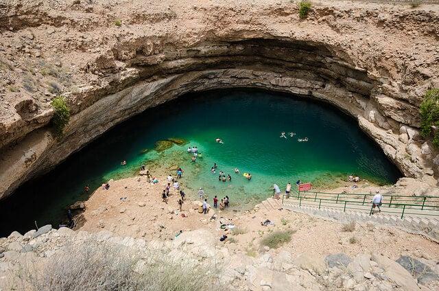 Interior de la dolina Bima en Omán