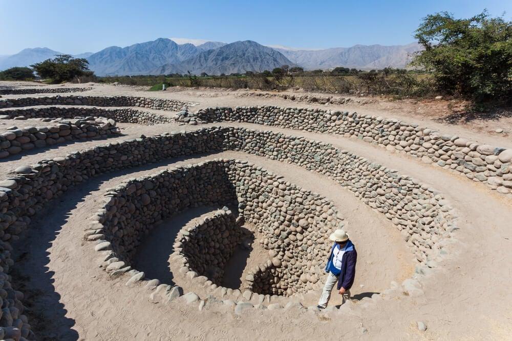 Pozo de un acueducto en Nazca