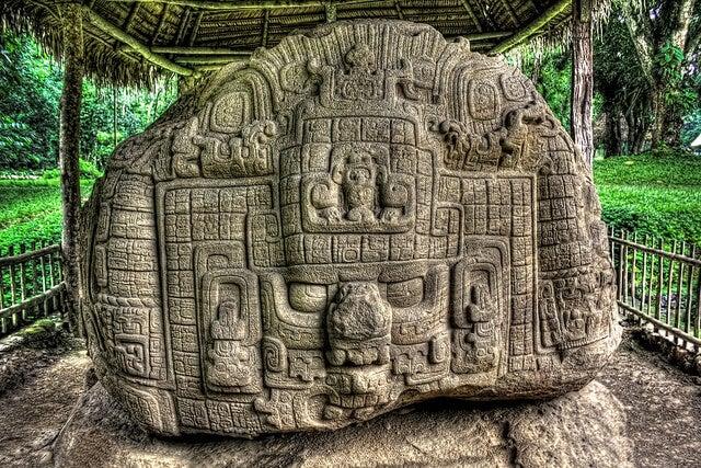 Escultura maya en Quiriguá