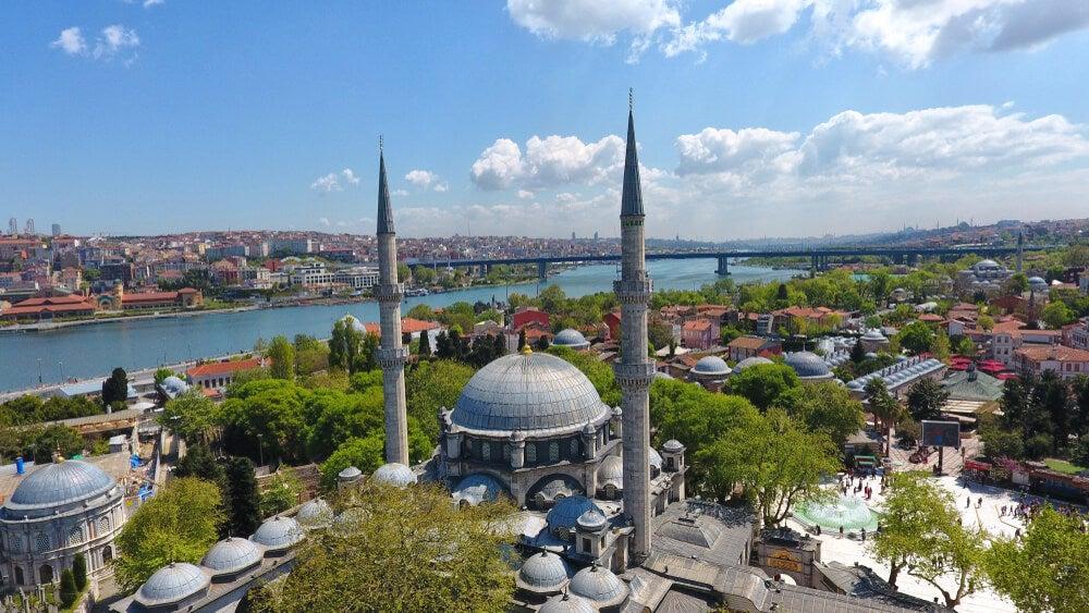 Barrio de Eyüp con la mezquita