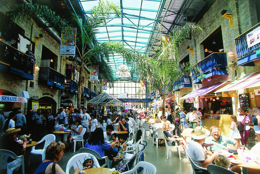 Interior del mercado Forks