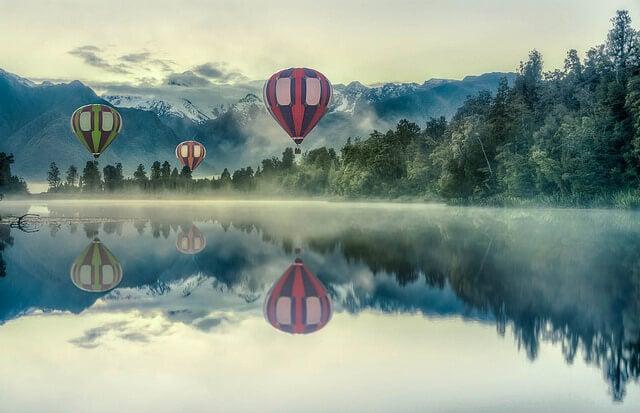 Globos sobre el lago Matheson