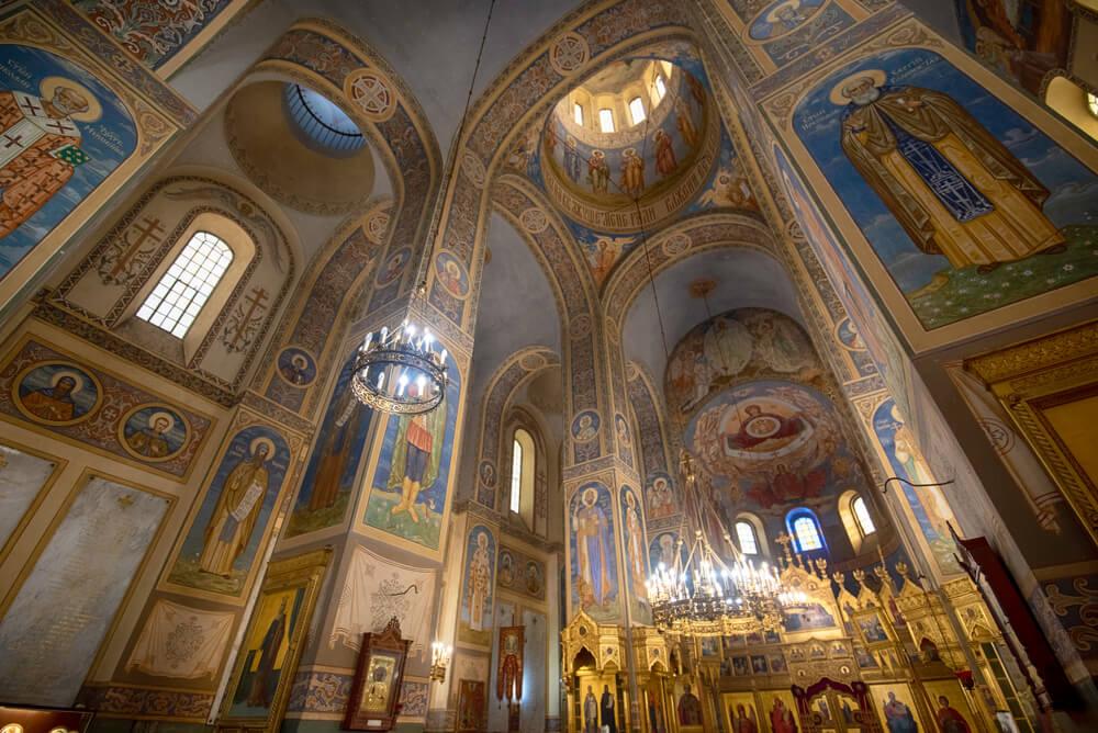 Interior de la iglesia-memorial de Shipka