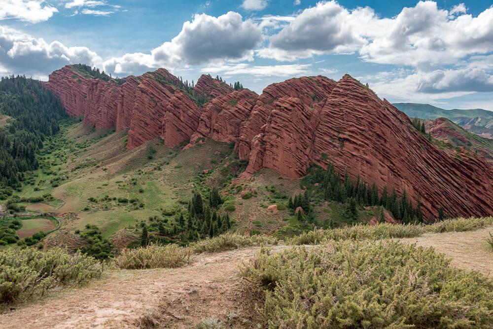 Vista de las rocas de Jeti Oguz