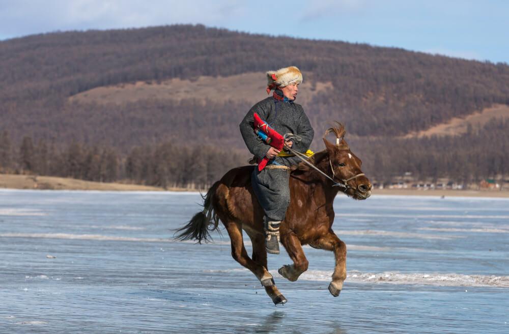 Jinete en el lago Khosvsgol