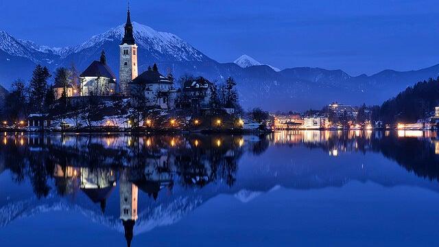 Lago Bled por la noche