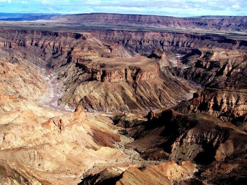Vista del cañón del río Fish desde un mirador
