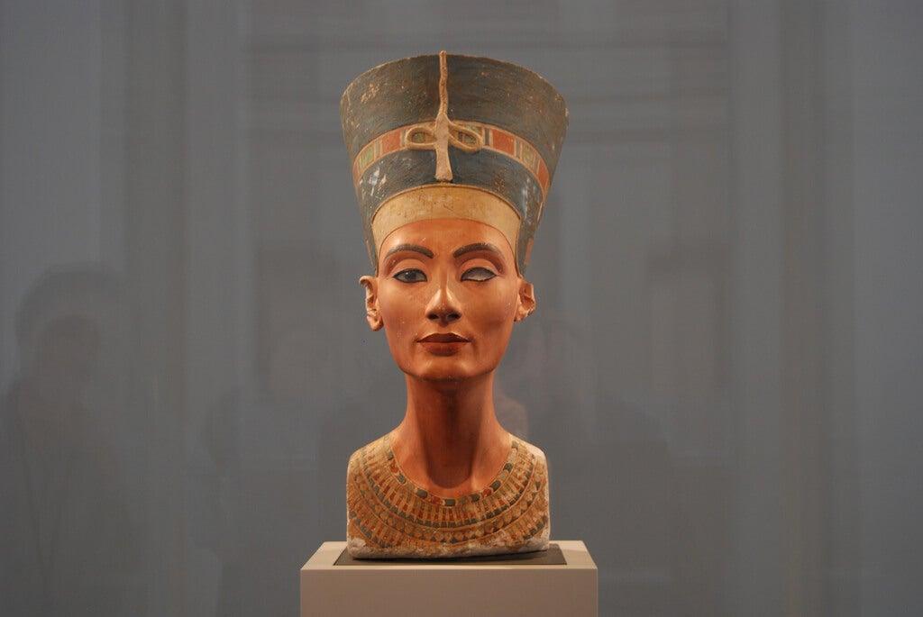 Busto de Nefertiti en el Altes Museum de Berlín