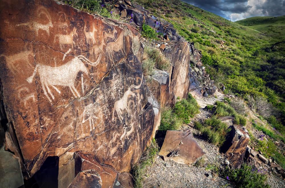 Petroglifos de Tamglaly