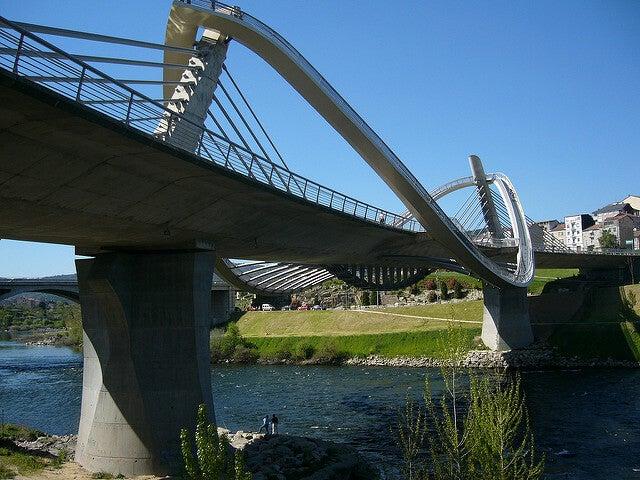 Vista del puente del Milenio en Ourense