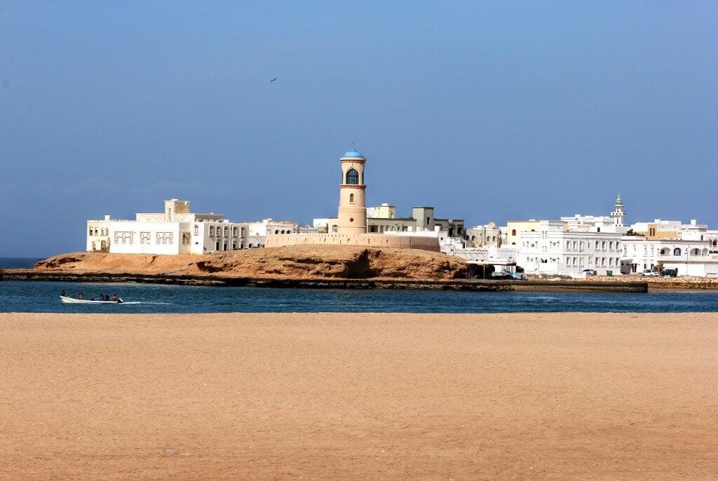 Vista del pueblo de Sur en Omán