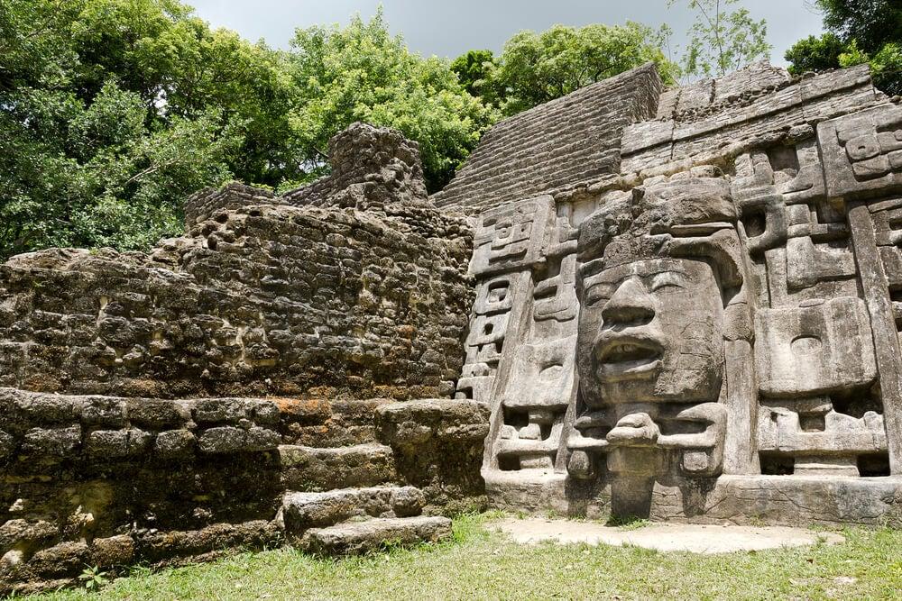 Templo de las Máscaras en Lamanai, Belice