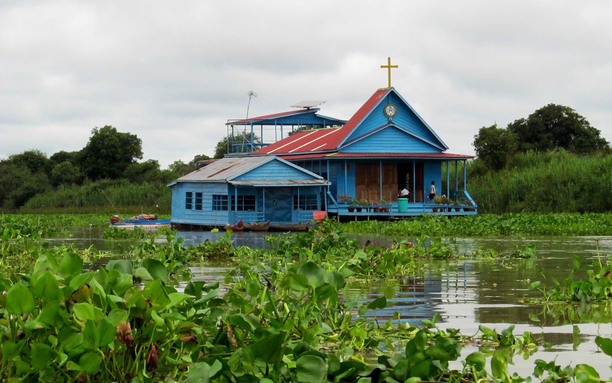 Iglesia flotante en Tonle Sap