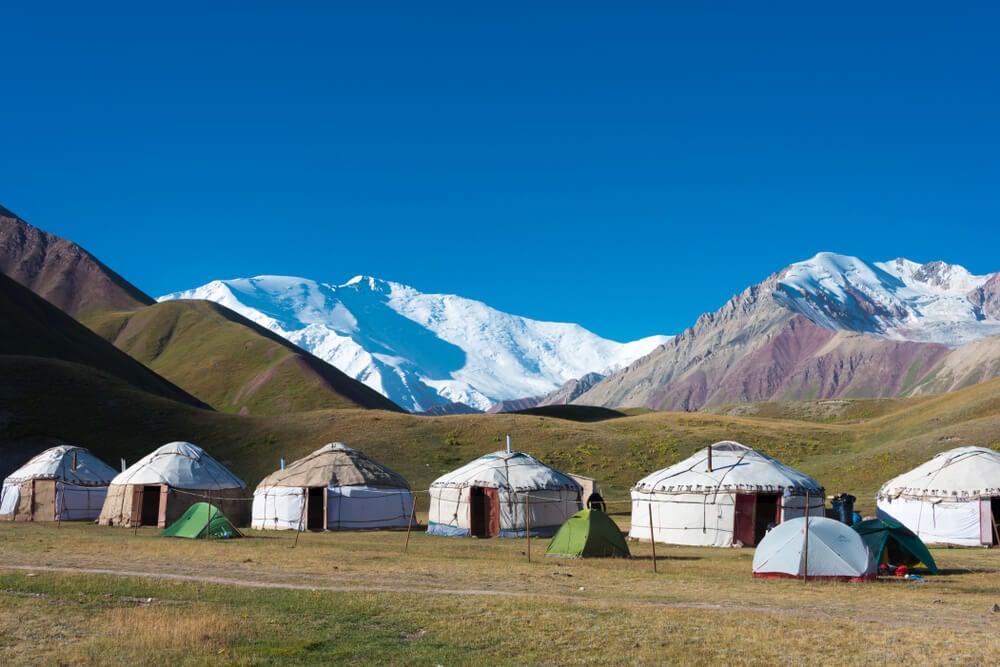 Yurtas en la ruta hacia el pico Lenin