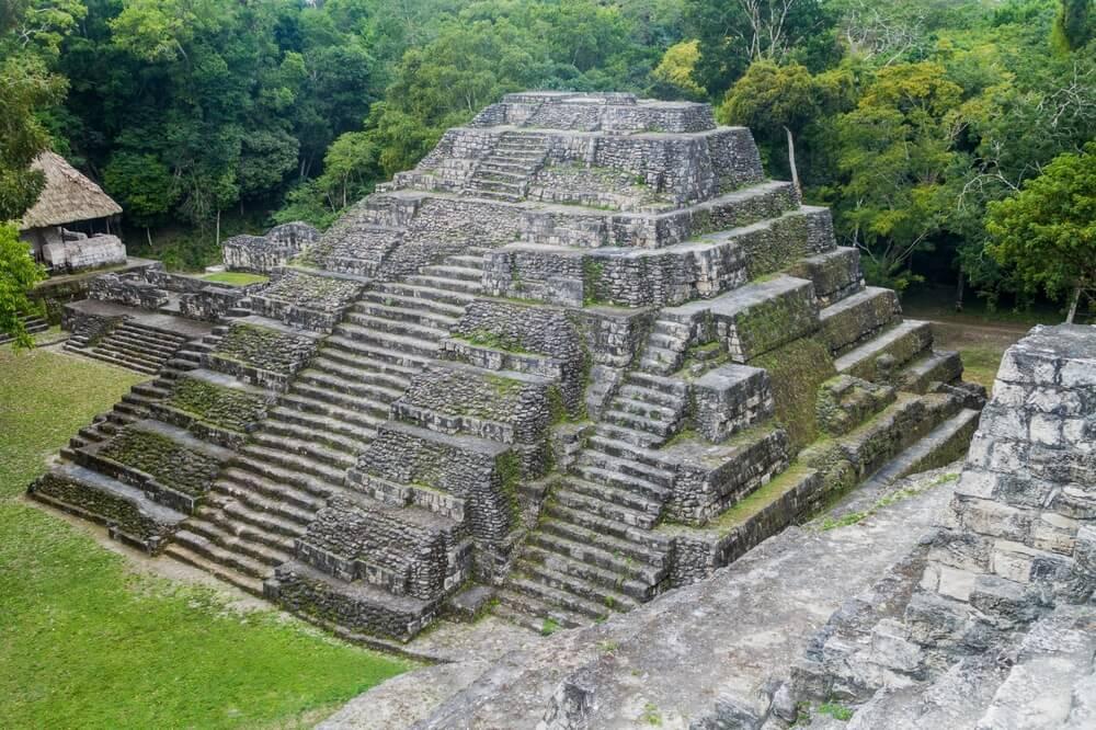Pirámide de la Acrópolis Norte de Yaxhá