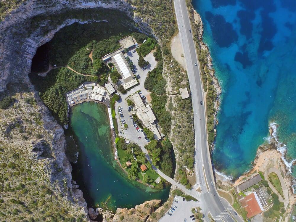 vista aérea del lago Vouliagmeni