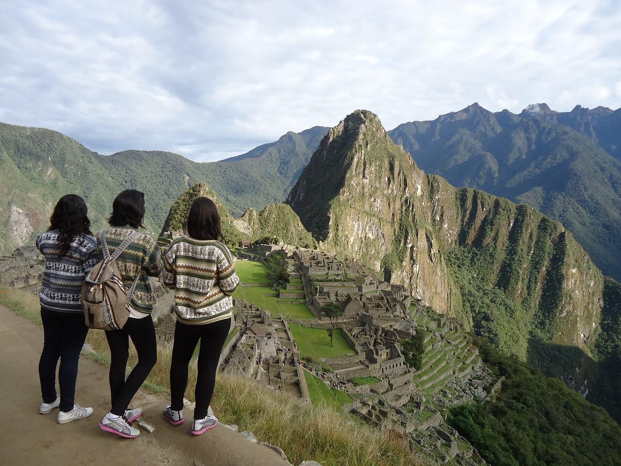 Amigas de viaje en Machu Picchu