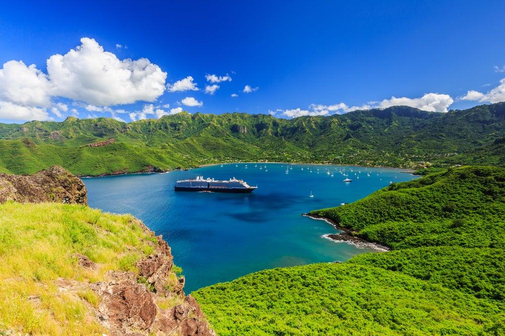 Bahía Taioahe en el archipiélago de las Marquesas
