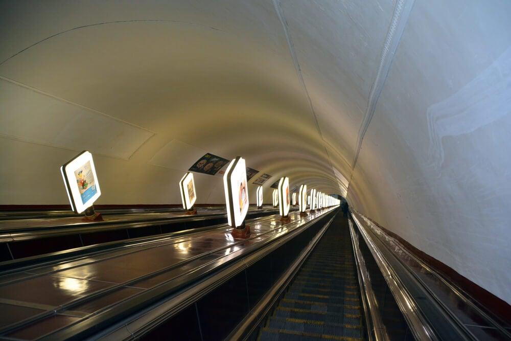 Escaleras de la estación de Arsenalna en Kiev