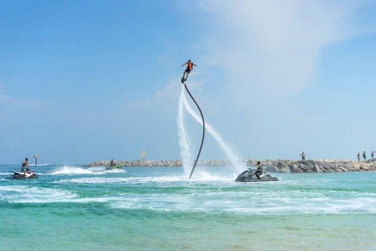 Practica flyboard en las costas de Miami