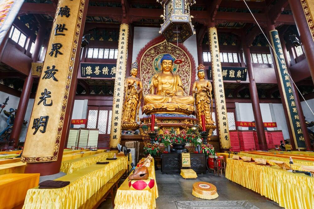 Interior del templo de Lingyin