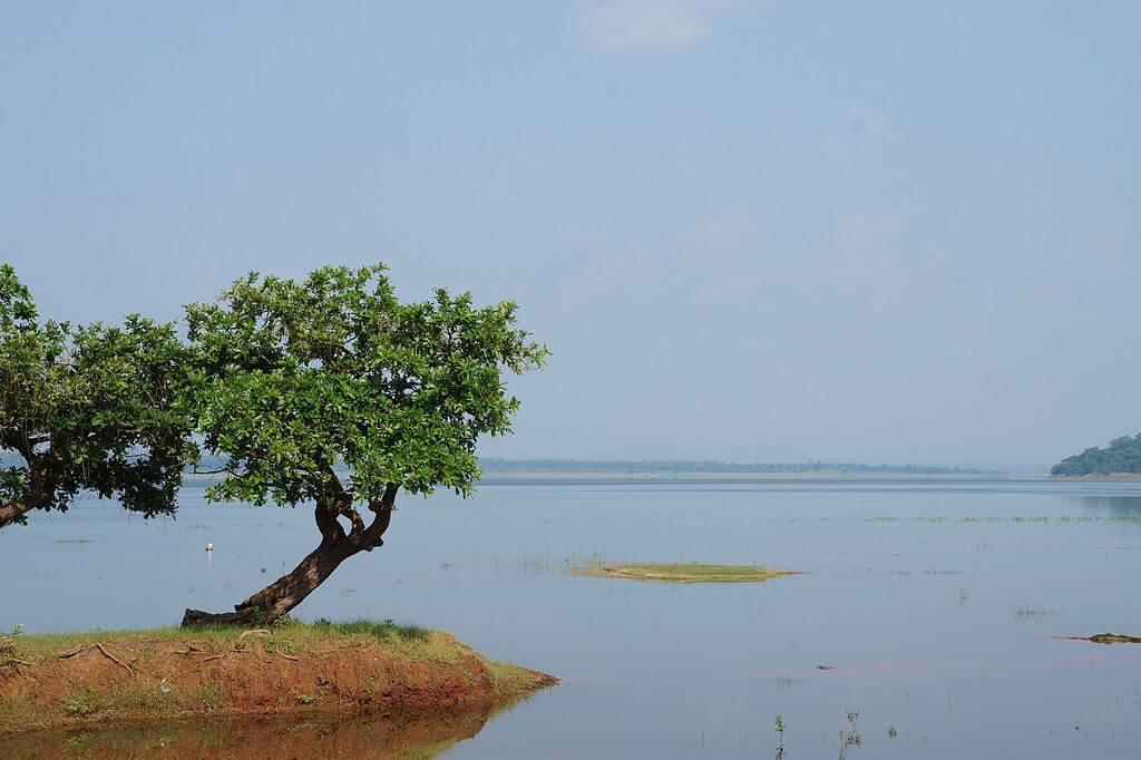 Vista del lago Pakhal