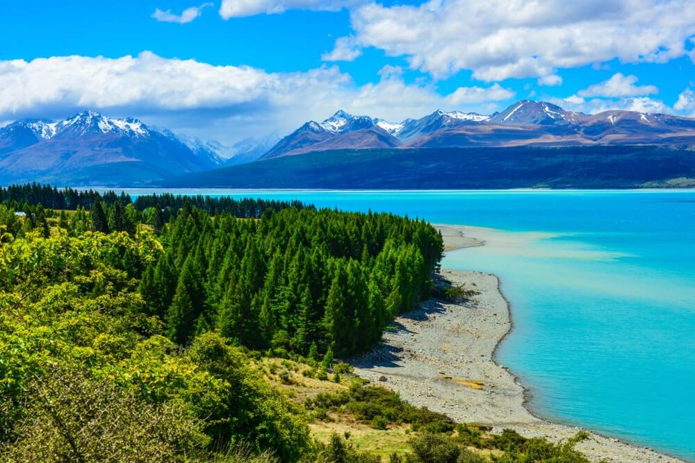Vista de las orillas del lago Pukaki