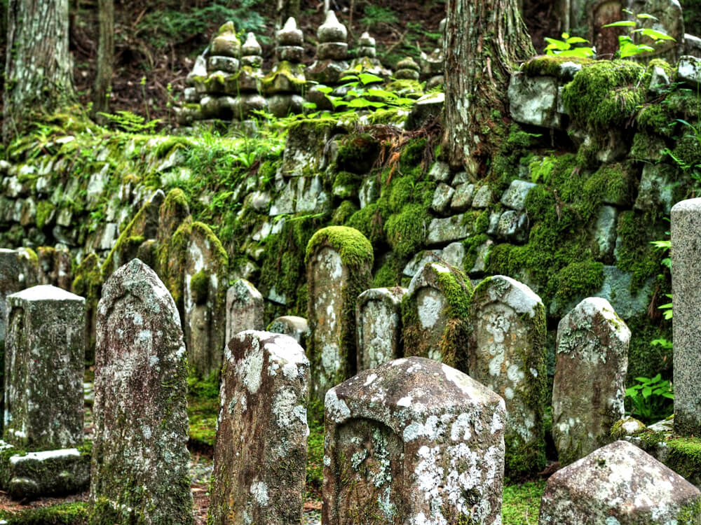 Lápidas en el cementerio Okunoin