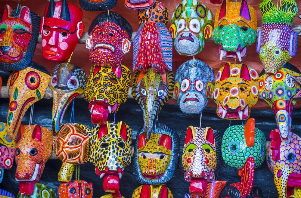Puesto de máscaras del mercado de Chichicastenenango