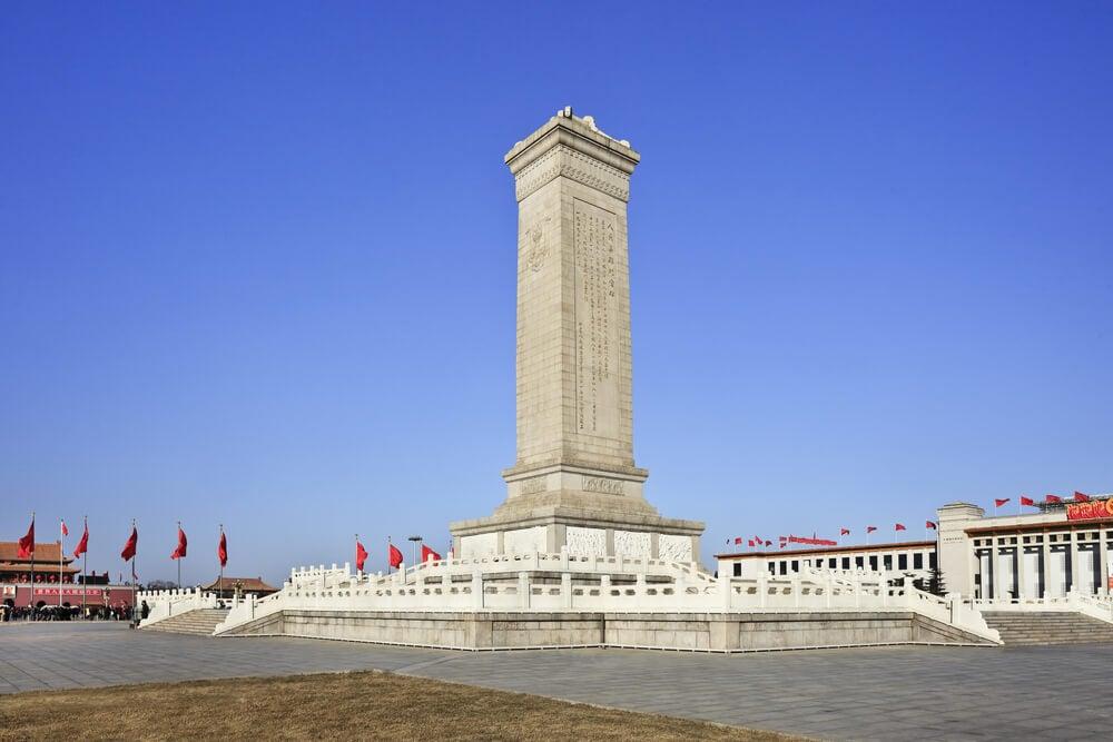 Monolito en la plaza de Tiananmen